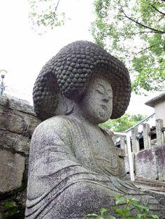"""【アフロな仏さま】五劫思惟(ごこうしゆい)阿弥陀仏。京都では「くろ谷さん」で親しまれたお寺、""""金戒光明寺""""に、とても愛嬌のある仏像がおられます。http://www.trip.kyoto.jp/kyotojin/Kyoto-asu/node_9063/…"""