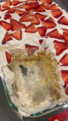 Trifle Desserts, Strawberry Desserts, Mini Desserts, Easy Desserts, Dessert Trifles, Trifle Cake, Strawberry Pudding, Strawberry Trifle, Angle Food Cake Recipes
