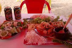 Almocinho na praia... Servidos?    #familiaviagem #praia #beach #sunnyday #almoco #orgiagastronomica #ubatuba #ubatubabeach