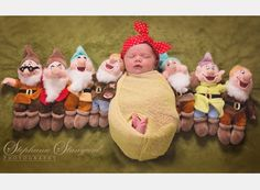 sSee these Snow White-inspired baby and toddler photo shoots just in time for the 80th  anniversary of the Disney fairy tale classic. Baby Girl Photography, Children Photography, Family Photography, Photography Ideas, Parent Humor, Toddler Photos, Disney Fairies, Baby Pictures, Baby Photos