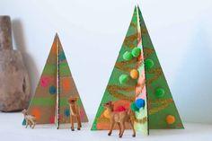 Ya está aquí mi segunda propuesta para decorar estas navidades y se trata de un árbol de navidad, bueno quien dice uno, dice 2 o 3 árboles de navidad de cartón para decorar cualquier rinconcito de casa estas navidades. No es un árbol de navidad al uso, ni por los materiales que vamos a usar … Ideas Para, Triangle, Navidad, Proposal, Lets Go, Creativity