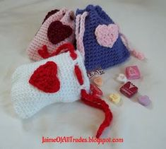 Tendance Basket 2017 – Jaime of All Trades: Crochet Valentine's Day Treat Bags – free pattern…. Crochet Diy, Easy Crochet Projects, Crochet Gifts, Crochet Bags, Crochet Ideas, Confection Au Crochet, Crochet Shell Stitch, Holiday Crochet, Crochet Handbags