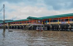 Fascinating Places in Brunei – Kampong Ayer, Royal Regalia Museum, Istana Nurul Iman and Sultan Omar Ali Saifuddin Mosque