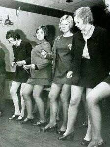 """The Mod Culture - Many B sides of records and underground R&B artists were popular in the dance scene. They danced the """"swim"""" and made up their own moves. Mod Fashion, 1960s Fashion, Vintage Fashion, Skinhead Girl, Skinhead Fashion, Mod Scooter, Mod Girl, Girls Slip, 60s Mod"""