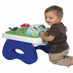 Multifunkcjonalny stolik sprawi , że Twoje dziecko nie będzie chciało od niego odejść. Wesołe dźwięki i kolorowe przyciski utrzymają zainteresowanie dziecka przez długi okres czasu. Do tego maluch sprawdza swoje muzyczne zdolności i może komponować swoje pierwsze, proste utwory :)