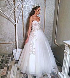 #bridal #bride #bridetobe #amazingdress #weddingdress #amazingbride #hair #wedding2k18 Nice Dresses, One Shoulder Wedding Dress, Bride, Wedding Dresses, Hair, Fashion, Wedding Bride, Bride Dresses, Moda