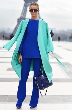 Sleek n Chic...Incredible color-blocking outfit spotted in Paris! #cobaltblue #streetstyle