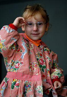 An asylum seeking girl stays in a reception centre in Debrecen, Hungary. © UNHCR/B. Szandelszky/2006