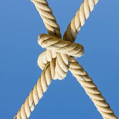 Make good use of this knot in a variety of outdoor activities. This knot pattern can be made into a fishing net or even a hammock for backyard leisure.
