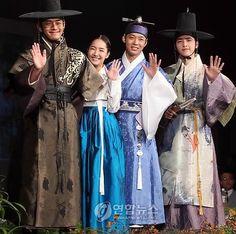 Sungkyunkwan Scandal (성균관 스캔들) Korean Traditional Dress, Traditional Fashion, Traditional Dresses, Korean Star, Korean Men, Drama Korea, Korean Drama, W Kdrama, Korean Outfits