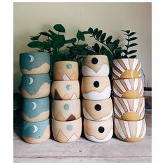 35 Creative Planter Designs Out of Scraps Best inspirations of DIY planters made from scraps for veggies, flowers, and houseplants. These planters are very inspiring and easy to make. Having a nice home does not always require the best… Ceramic Clay, Ceramic Planters, Ceramic Pottery, Pottery Art, Pottery Painting, Ceramic Painting, Keramik Design, Scrap Material, Diy Décoration