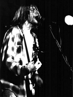 Kurt Cobain Live in Enger, November 1989 Nirvana Kurt Cobain, Nirvana Art, Kurt Cobain Quotes, Seattle, Grunge, Donald Cobain, Smells Like Teen Spirit, Him Band, Love Is Free
