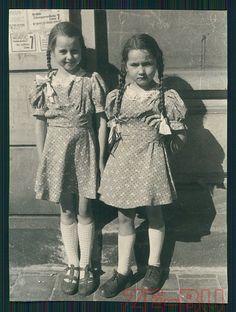 vintage photo PRETTY LITTLE GIRLS W/ PIGTAILS MÄDCHEN MIT ZÖPFEN 1930s