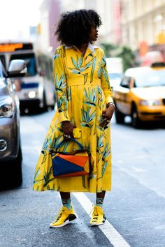 The Best Street Style at New York Fashion Week – Outfit Inspo – Summer Outfits Best Street Style, New York Street Style, Nyfw Street Style, Street Style Summer, Cool Street Fashion, Colourful Outfits, Colorful Fashion, Look Girl, Inspiration Mode