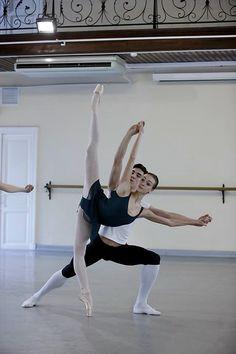 Olga Smirnova in Pas De Deux class at the Academy of Russian Ballet (Vaganova Acadamy) Vaganova Ballet Academy, Bolshoi Ballet, Ballerina Dancing, Ballet Dancers, Ballet Tutu, Ballerinas, Ballet Class, Dance Class, Shall We Dance