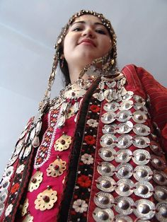 Kyrgyzstan, Woman in traditional dress © tracingtea.images