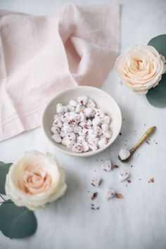 DIY Rose Heart Sugar Cubes-Get your hourly source of sweet. Cocktail Jars, Rose Cocktail, Food Crafts, Diy Food, Homemade Food, Tea Recipes, Cooking Recipes, Best Rose Wine, How To Make Rose
