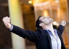 7 passos para ser um empreendedor super produtivo | Escute o que os outros estão dizendo, mas olhe para a situação específica da sua empresa e o que ela pode oferecer. Grandes empreendedores fizeram sucesso indo na contramão do mercado e criando soluções para ele. (Marcello Lage)