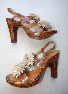 ad88fdf7190ad Escarpins Chie Mihara cuir marron façon python pompon cuir doré - T41 Cuir  Doré, Bottes. eBay