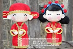 Lindos !!! ❤️ Knitted Dolls, Crochet Dolls, Crochet Hats, Traditional Chinese Wedding, Chinese Dolls, Wedding Doll, Crochet Wedding, Asian Doll, Kokeshi Dolls