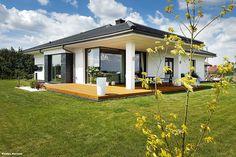 Dom w bodziszkach Modern Bungalow House Plans, Bungalow Floor Plans, Bungalow House Design, Home Fashion, Villa, Cozy, Cabin, Flooring, Mansions