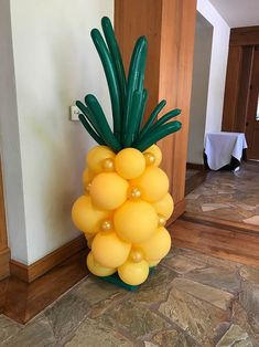 Pineapple/tropical balloon creation for a party.Creative Balloons by Cathy - Balloon Artist, balloon twisting ent Aloha Party, Luau Theme Party, Tiki Party, Birthday Party Themes, Birthday Ideas, Fruit Party, Luau Party Crafts, Adult Luau Party, 21 Party