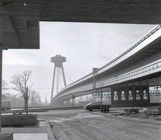 A blast from the past: SNP bridge (Bratislava) in Photo: TASR / Vtedy. Heart Of Europe, Big Country, Bratislava, The Past, Sidewalk, Architecture, Bridge, Arquitetura, Side Walkway
