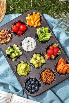 "The post ""Recipe: Ideas, tricks and hacks for your picnic. So you can enjoy your delicious picnic recipes perfectly! Hellofreshde / Cooking / Eating / Nutrition / Cooking Box / Ingredients / Healthy / Fast / & appeared first on Pink Unicorn Cooking Box, Cooking Recipes, Cooking Pasta, Cooking Tips, Comida Picnic, Aperitivos Finger Food, Healthy Snacks, Healthy Recipes, Healthy Picnic Foods"