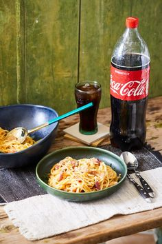 Az eredeti carbonara | Street Kitchen Carbonara Recept, Pasta Salad, Quiche, Hamburger, Food And Drink, Pizza, Chicken, Drinks, Ethnic Recipes