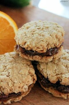 Old Fashioned Date Filled Oatmeal Cookies - these remind me of my moms baking! Cookies Fourrés, Filled Cookies, Biscuit Cookies, Yummy Cookies, Almond Cookies, Chocolate Cookies, Oatmeal Cookie Recipes, Cookie Desserts, Dessert Recipes