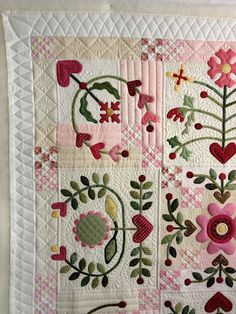 "Jan Hutchison's quilting on Katherine's ""Joy of Life"" quilt"