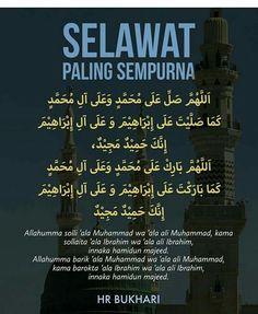 Com: Selawat paling sempurna Hijrah Islam, Doa Islam, Islam Religion, Quran Quotes Inspirational, Islamic Love Quotes, Muslim Quotes, Reminder Quotes, Self Reminder, Quotes Sahabat