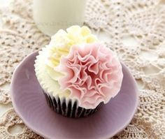 modeling chocolate ruffles | ... step by step how to make a very simple but beautiful ruffle flower