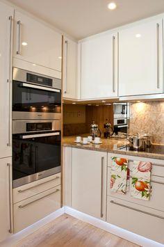Угловой кухонный гарнитур: преимущества, конфигурации и обзор 50 лучших…