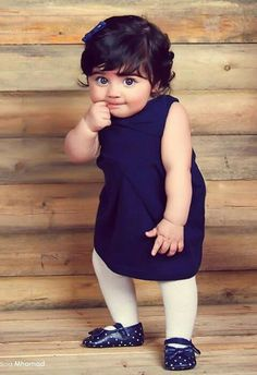 Cute Pictures, Cute Images & Photos, Cute Videos on LaughsPark Cute Little Baby, Baby Kind, Cute Baby Girl, Baby Love, Pretty Baby, Precious Children, Beautiful Children, Beautiful Babies, Beautiful People