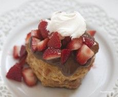 Strawberry puff pastry with nutella on iheartnaptime.com ... you won't believe how easy they are!