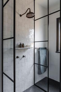 Making a dramatic entrance (Desire To Inspire) Modern Home Interior Design, Luxury Homes Interior, Contemporary Interior, Spa Like Bathroom, Bathroom Floor Tiles, Bathroom Ideas, Modern Victorian, Victorian Homes, Bathroom Inspiration