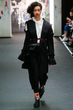 Preen by Thornton Bregazzi Fall 2017 Ready-to-Wear Fashion Show - Noemie Abigail