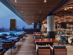 The Kimpton Hotel Van Zandt is the newest of downtown Austin hotels. This boutique hotel embraces the local music and stands out amongst hotels in Austin TX. Hotel Rooftop Bar, Best Rooftop Bars, Hotel Lounge, Rooftop Terrace, Austin Hotels, Kimpton Hotels, Most Luxurious Hotels, Restaurant Interior Design, Restaurant Interiors