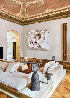 An eighteenth-century palazzo in which the sculptural furniture that Vincenzo de Cotiis designs reign by itself. Interior House Colors, Home Interior, Interior Decorating, Interior Design, Vincenzo De Cotiis, Milan Design, Minimalist Decor, Elle Decor, Colorful Interiors