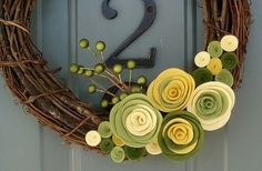 Felt flower wreath - felt flowers are easy and fun to make, and can be used to decorate so many things. I made them into pins and wreaths. Felt Flower Wreaths, Felt Wreath, Diy Wreath, Felt Flowers, Grapevine Wreath, Fabric Flowers, Felt Roses, Wreath Ideas, Crafts To Do