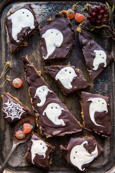 Whether you are looking for treats for kids or for your Halloween Party, here are 100 spooky Halloween treats recipes. These Halloween sweets are perfect. Peanut Butter Chocolate Bars, Chocolate Sprinkles, Chocolate Peanuts, Fancy Sprinkles, Cereal Recipes, Dessert Recipes, Desserts, Party Recipes, Homemade Halloween Treats