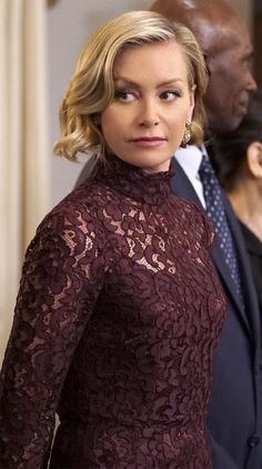 Portia de Rossi as Elizabeth North on Scandal wearing a Dolce & Gabbana lacae dress. Scandal Fashion, Ellen And Portia, Olivia Pope, Floral Lace Dress, All Black Outfit, Kardashian Style, Elizabeth North, Hair Inspiration, Cool Style