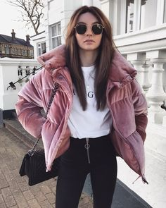 30 Cozy Outfit Idea You Need To Wear In Winter One explicit such winter outfit that gives an ideal mixture of fashion and modesty embrace winter jackets for ladies, which […] Fashion Mode, Look Fashion, Winter Fashion, Fashion Outfits, Womens Fashion, Fashion Trends, Spring Fashion Uk, Fashion Stores, Ladies Fashion