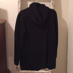 H&M black cowl neck sweater..perfect over leggings Here's a great H&M sweater that's perfect to put over leggings or with jeans. Great cowl neck!! Size M, acrylic...so machine washable. Fun piece from non-smoking home. H&M Sweaters Cowl & Turtlenecks