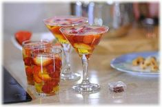 Желе из шампанского Appetizer Salads, Appetizers, Martini, Hot, Food And Drink, Drinks, Cooking, Tableware, Desserts
