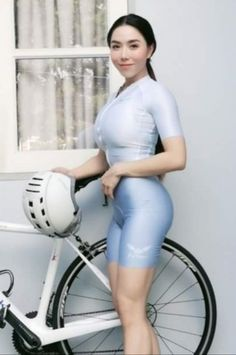 Chicks On Bikes, Fit Chicks, Female Cyclist, Pedal, Cycling Girls, Bicycle Girl, Sport Girl, Sport Fashion, Athletes