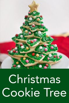 christmas cookies videos Weihnachtspltzchen From Preppy Kitchen, this is the most Christmas sugar cookie arrangement ever! Super easy to assemble and decorate; unlike gingerbread houses! Gingerbread Christmas Tree, Christmas Deserts, Christmas Tree Cookies, Christmas Cupcakes, Noel Christmas, Holiday Cookies, Easy Christmas Cake, Easy Gingerbread House, Cookie Arrangements