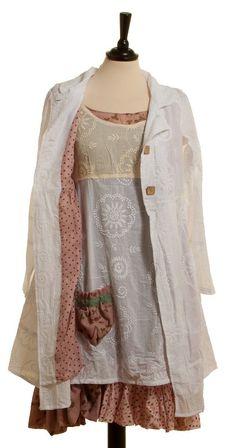 elle-belle.de Kleid Manet - Beige von Ian Mosh skandinavische mode online kaufen