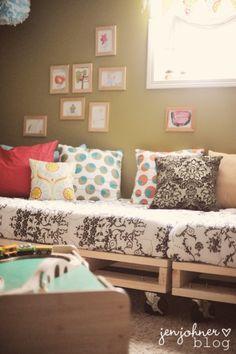 Lovely Undergrad: 8 Inspiring DIY Pallet Sofas